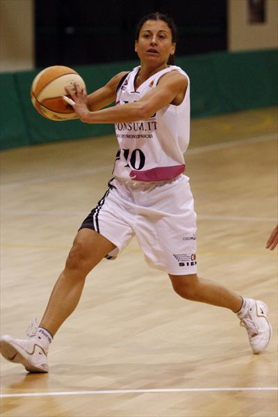 Valentina Petrassi comanda il gioco