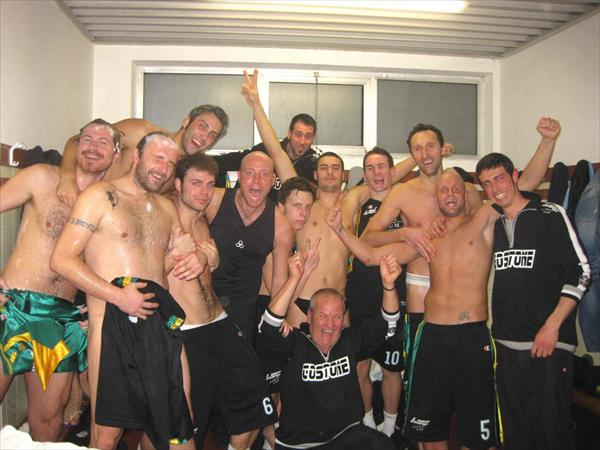 Entusiasmo dopo la vittoria nel derby contro il CUS