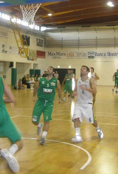 Lorenzo Gambelli al rimbalzo