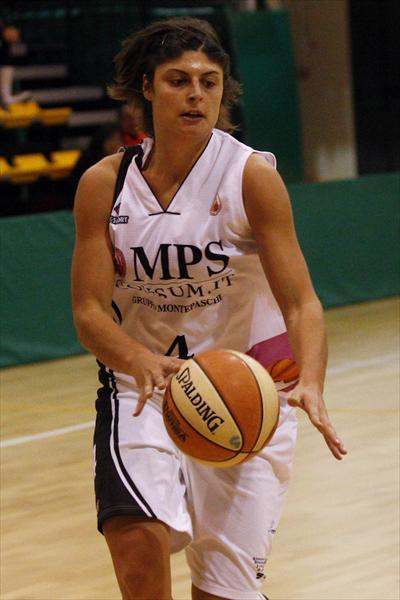 Cristina Consolini addomestica il pallone