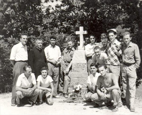 I Costoniani in visita a Simignano, Osvaldo Bonelli e' il primo in piedi da sinistra