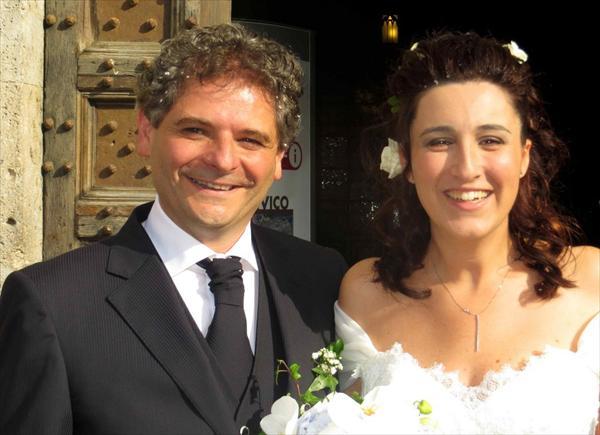 Marco e Veronica posano felici, per le foto di rito