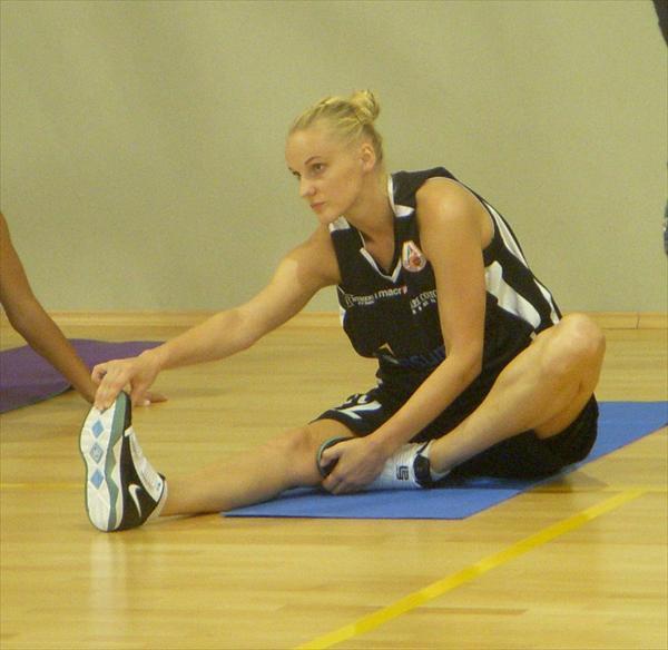 Lauma Reke fa stretching
