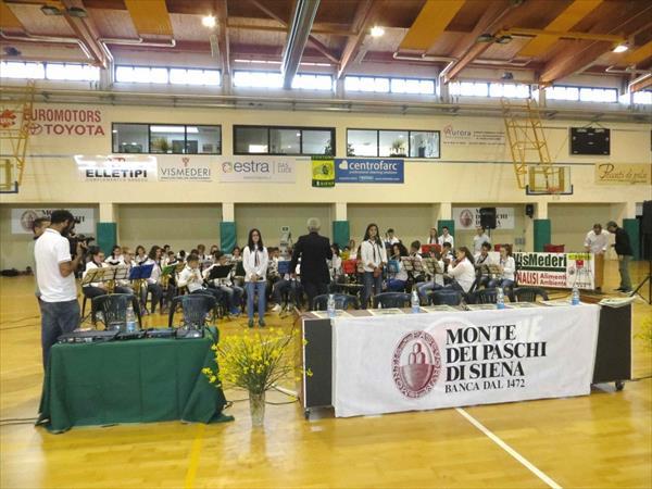 I musicisti dell'orchestra Young Band di Chiusi
