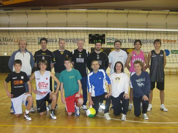 Le squadre che hanno dato vita alla partita inaugurale di Volley al PalaOrlandi