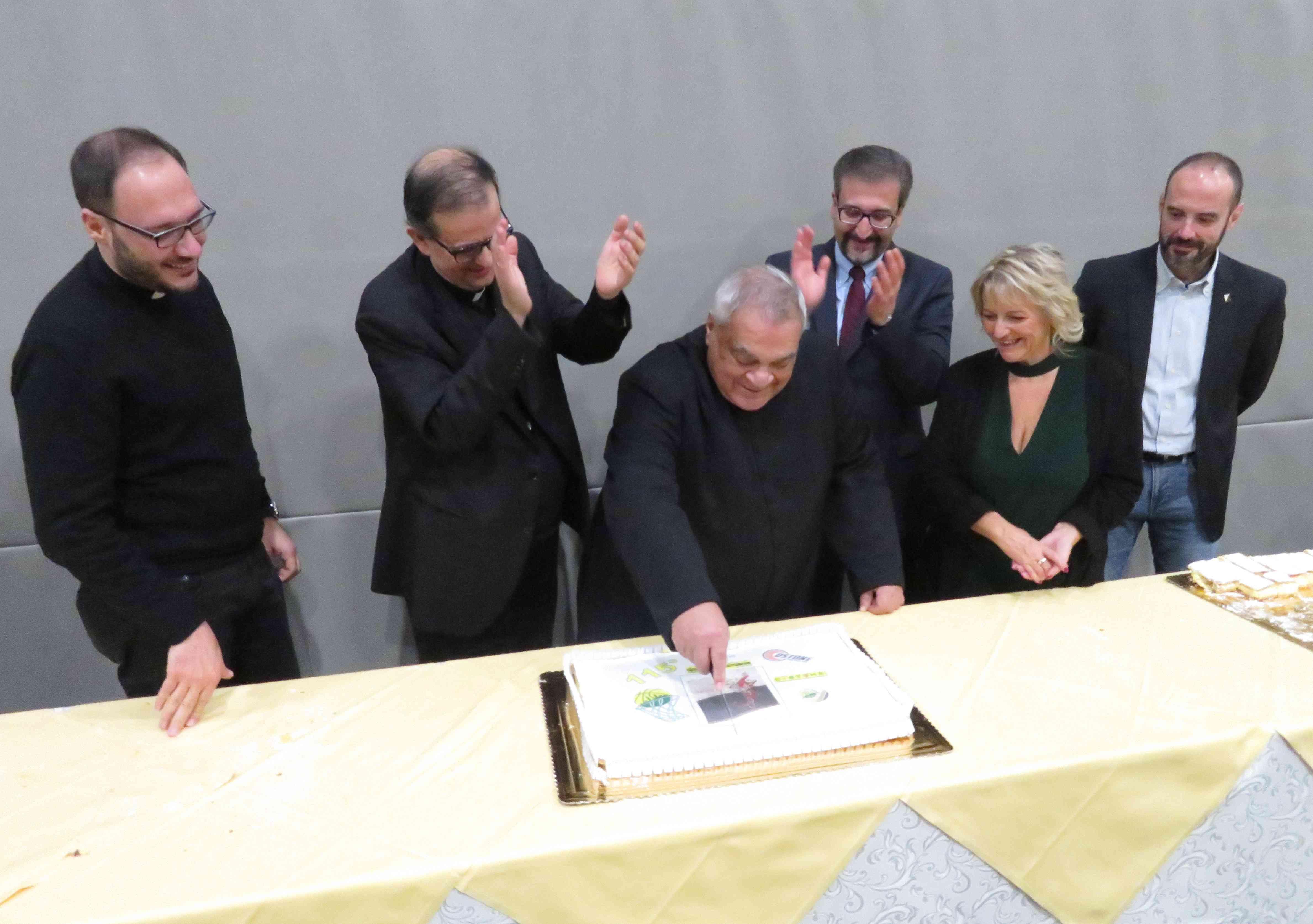 Don Emanuele Salvatori, l'Arcivescovo Lojudice, Mons. Gaetano Rutilo e i presidenti delle società Costoniane